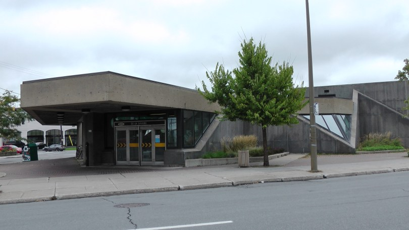 Metro de la Savane (from the middle of Decarie blvd.)