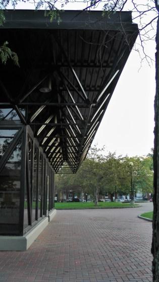 The back of 4525, rue de Verdun