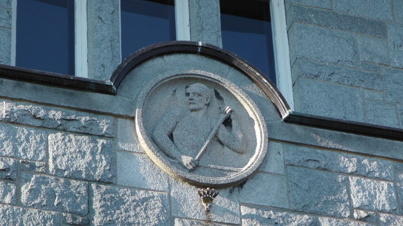 Canoer bas-relief above an entrance to the Centre Culturel Calixa-Lavallée