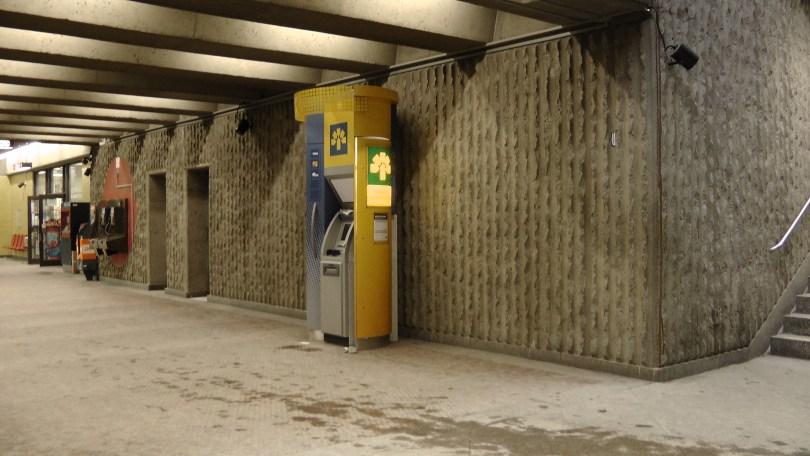 Corridor connection the two entrances to the Métro Joliette.