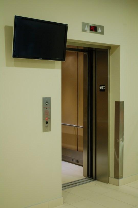 The elevators at Carrefour d'innovation INGO, 355 Peel