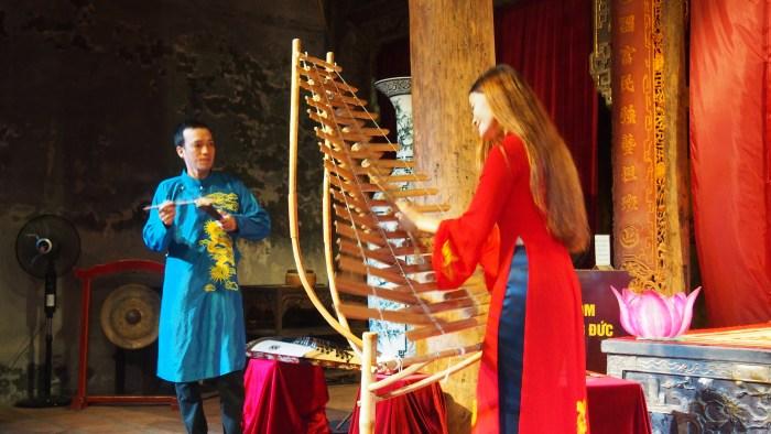 木琴を縦にしたような楽器