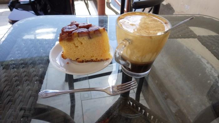 エッグコーヒーとバナナケーキ