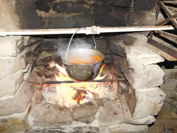Варимо бограч на малому вогні до готовності