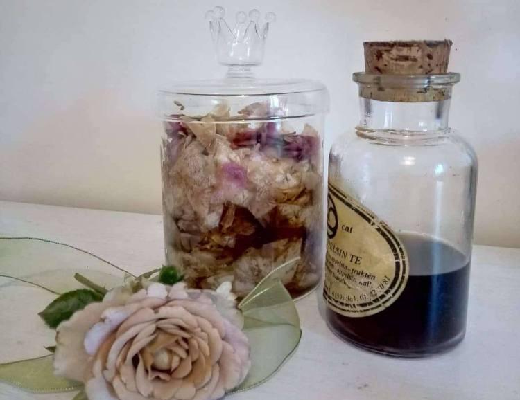 Лосьйон для шкіри з пелюсток троянд своїми руками