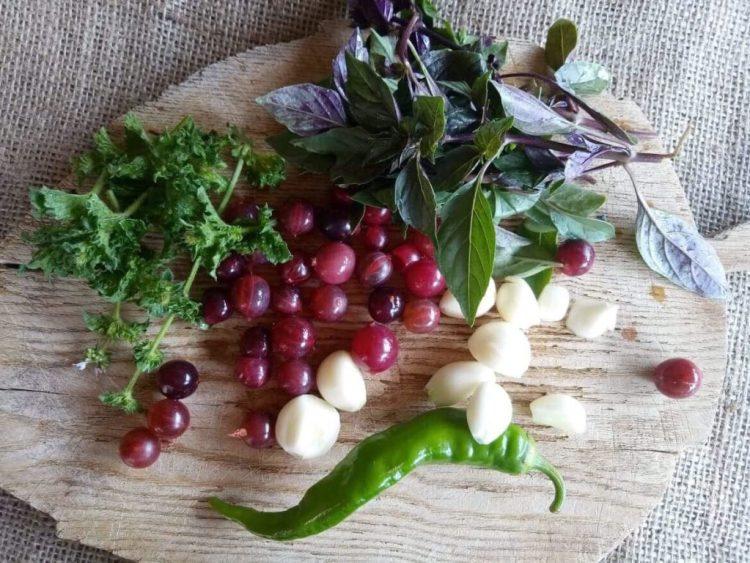 Інгредієнти для запашного соусу до м'яса з агрусу