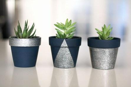 Срібні та золоті акценти на горщиках для рослин