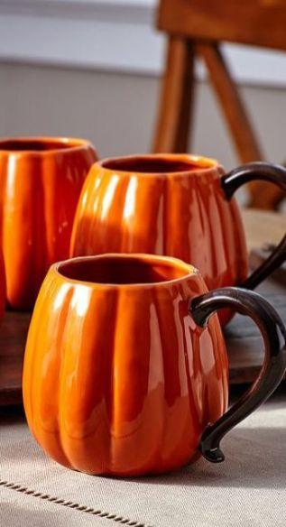 Чашка помаранчевого кольору