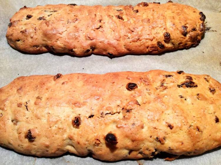 Випікаємо італійське печиво біскотті до зарум'янювання