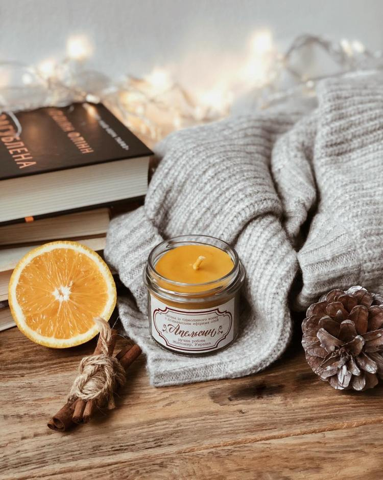 Свічка з ароматом апельсина Просто Миколка