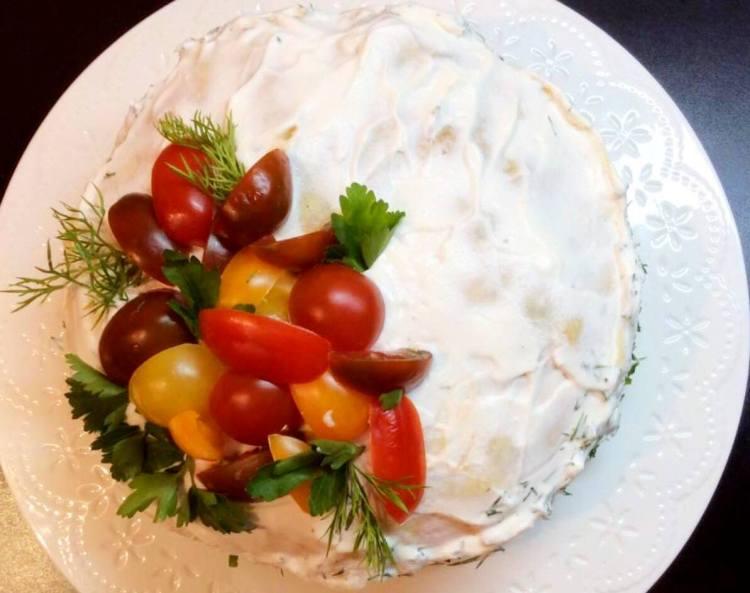 Наш м'ясний торт з млинців готовий!