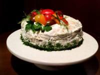 М'ясний торт з млинців — смачна і поживна закуска