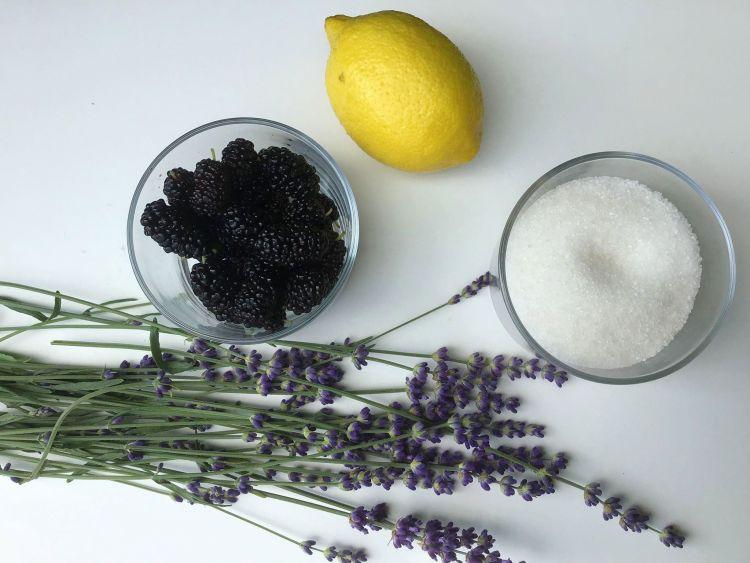 Інгредієнти для сиропу з лаванди