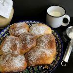 Пишні булочки — найкращий смаколик для дітей