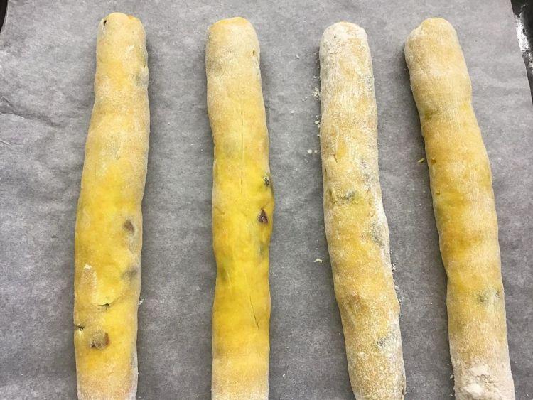 Відправляємо тісто в розігріту до 180 градусів духовку