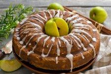 Шарлотка з яблуками — традиційний пиріг до чаю
