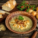 Крем-суп з грибами і грінками