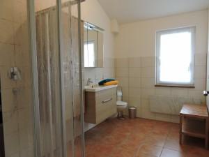 Großes Bad ihrer Ferienwohnung in Hessen, Zeltnerhof