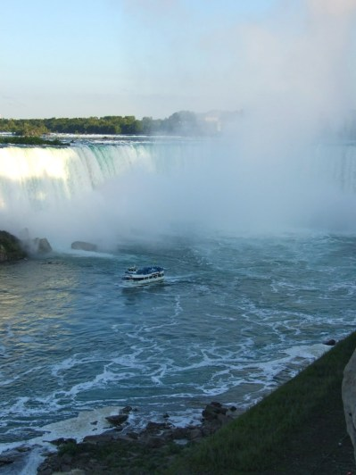 Niagara Horseshoe Falls and the Maid Of the Mist_6414165341_l