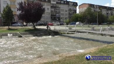 """Photo of Përgjatë lumit """"Vardar"""" në Gostivar vendosen tela për shpëtim"""