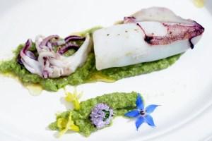Slow Fish_Paolo Masieri_Calamaro ripieno di gamberetti e asparagi selvatici su marò di fave sanremesco-X2