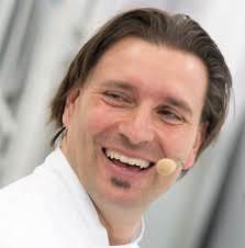 Guida Michelin, Ivano Ricchebono chef stellato al Grand Hotel di Arenzano. Un trasferimento che ha fatto scalpore.