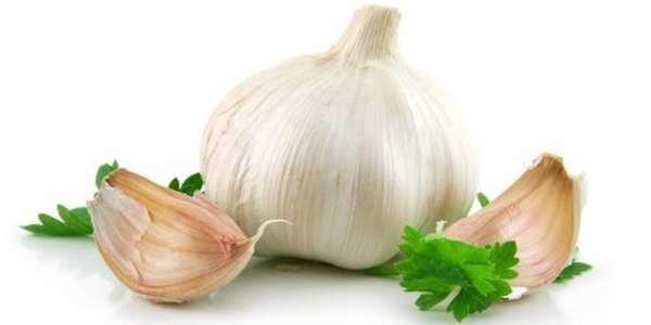sbucciare l'aglio senza usare le mani