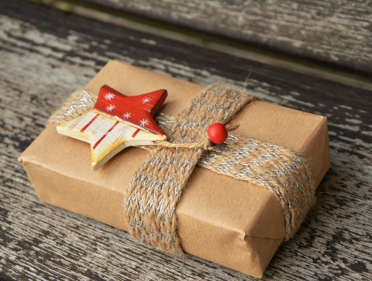 darivanje, božićno darivanje, duhovnost, žena vrsna