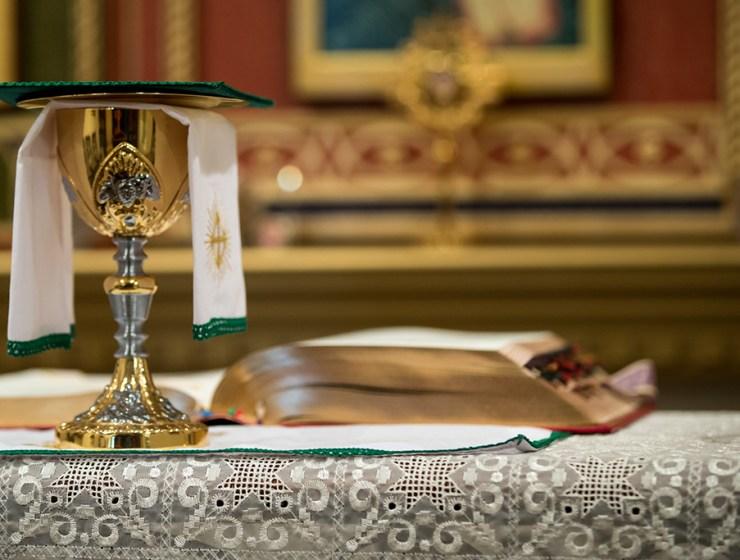 u tišini oltara, poezija, vjera