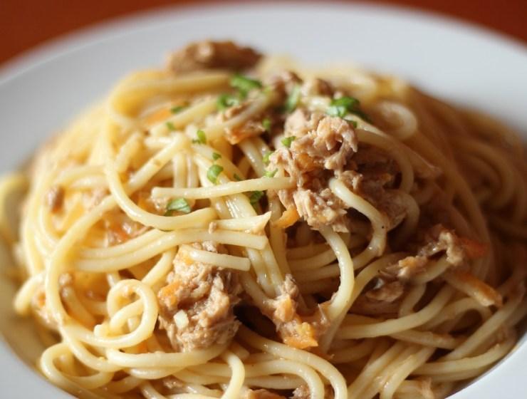 spageti s tunjevinom