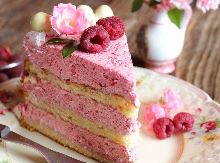 Lagana mousse torta s malinama