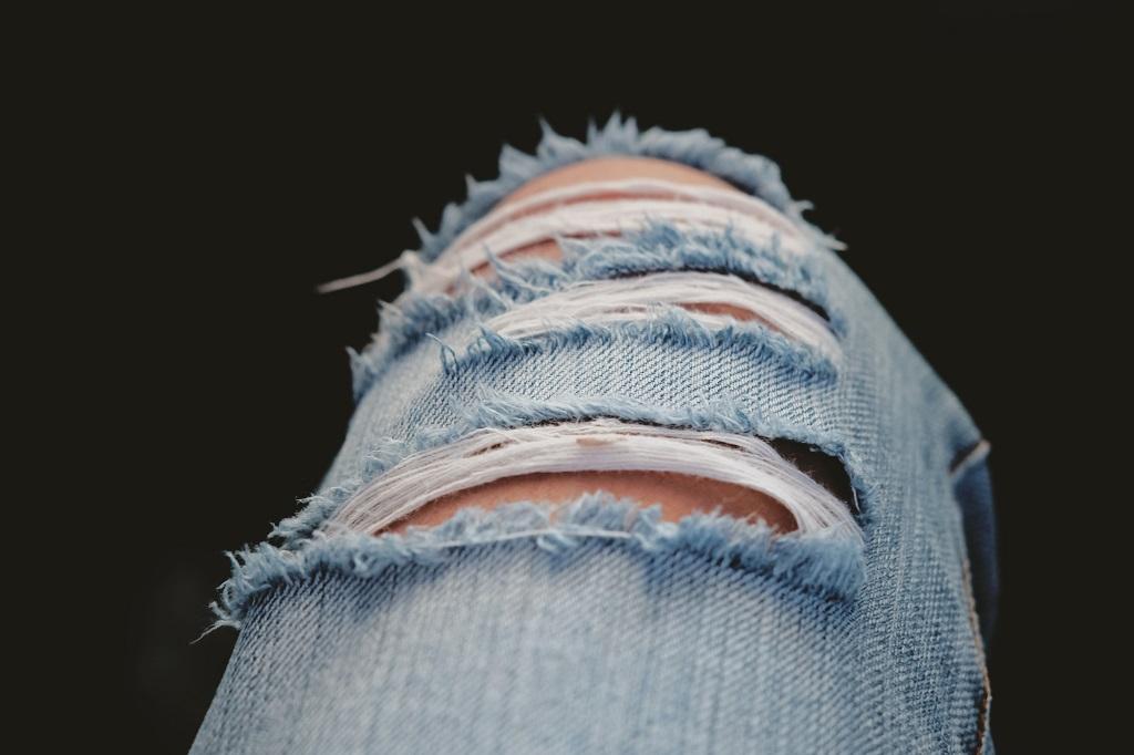 Je li čedno nositi poderanu odjeću?