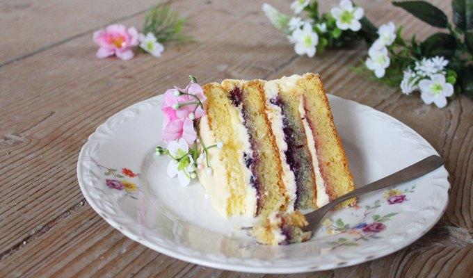 Gola torta s vanilijom i džemom od borovnica