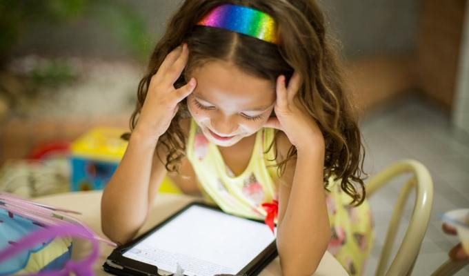 Utjecaj ekrana na jezično-govorni razvoj djeteta/IPad/Obitelj/Razvoj djeteta