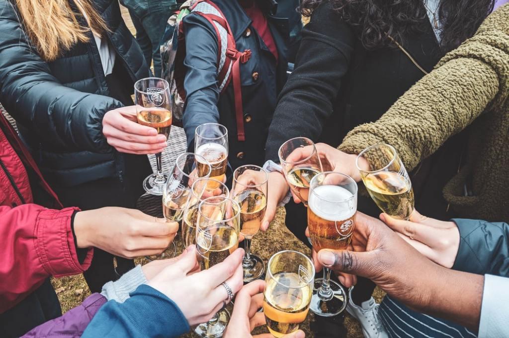 Mladi i alkohol: Kada pijenje alkohola postaje grijeh?/fešte/Ljubav/Mladi