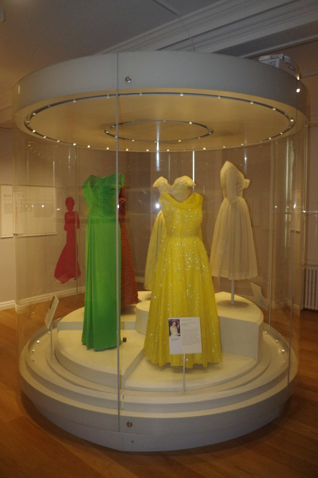Kensingon palace with kids: Duana's dress collection