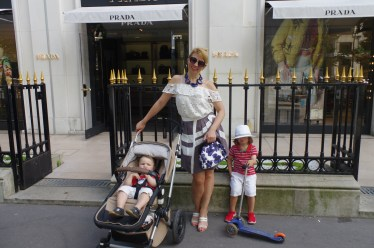 Stroll in Paris with the kids