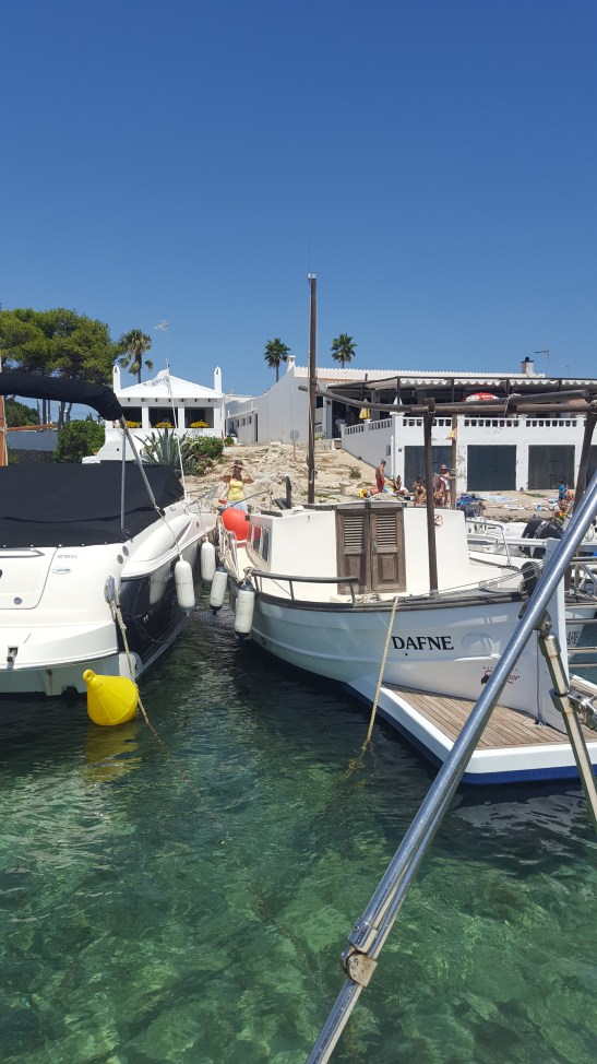 Biniancolla harbour: sailing with babies