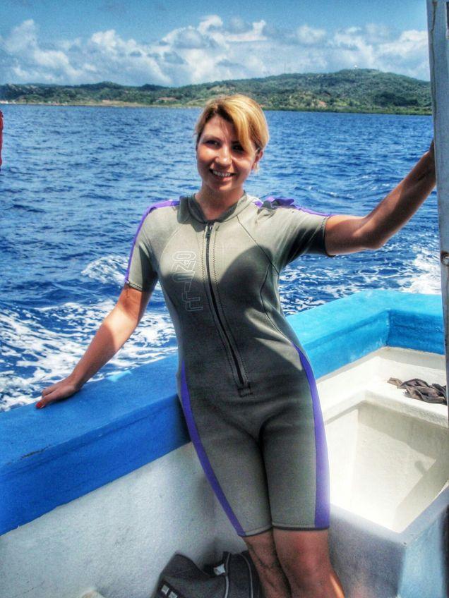 Roatan shark diving