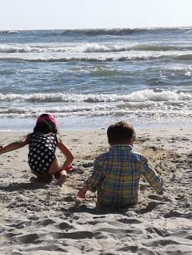 Tel Aviv with kids - playground by the beach