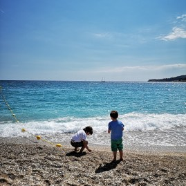 Cassis beach with kids