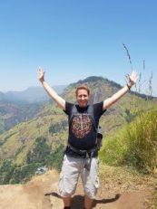 victoire en haut d'une montagne d'elle au sri lanka