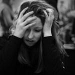 femme stress noir blanc