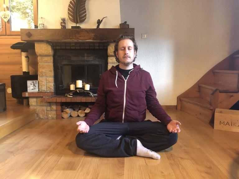 Comment méditer, une position simple pour commencer.