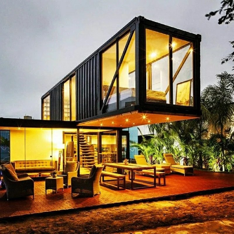 containerhaus aus mehreren schiffscontainern gebaut startseite design bilder. Black Bedroom Furniture Sets. Home Design Ideas