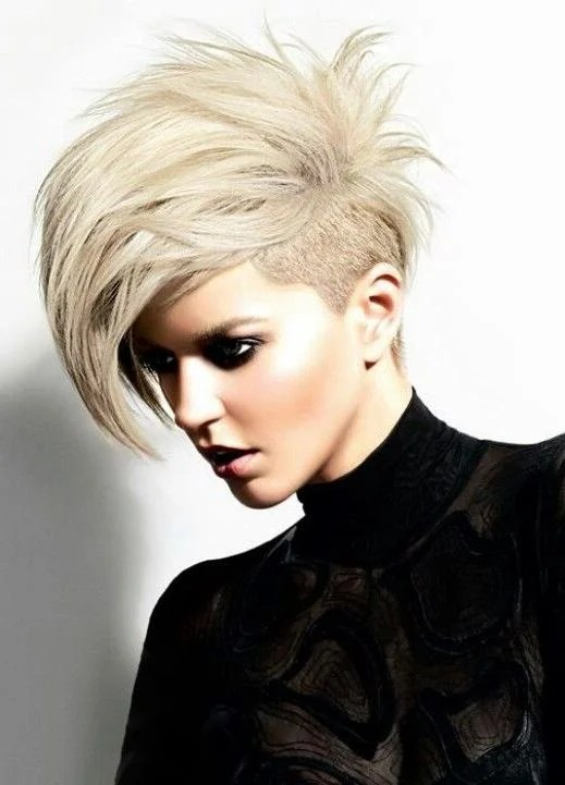 Undercut Frauen Frisuren  so stylen Sie den Undercut  DIY Frisurentrends  ZENIDEEN