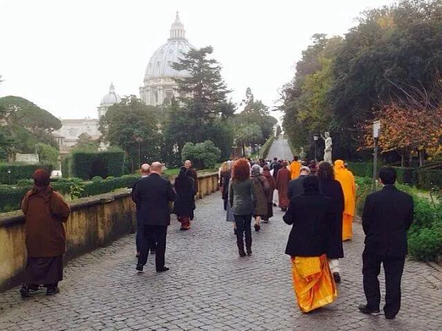 meditazione camminata alla giornata mondiale contro la schiavitù in vaticano