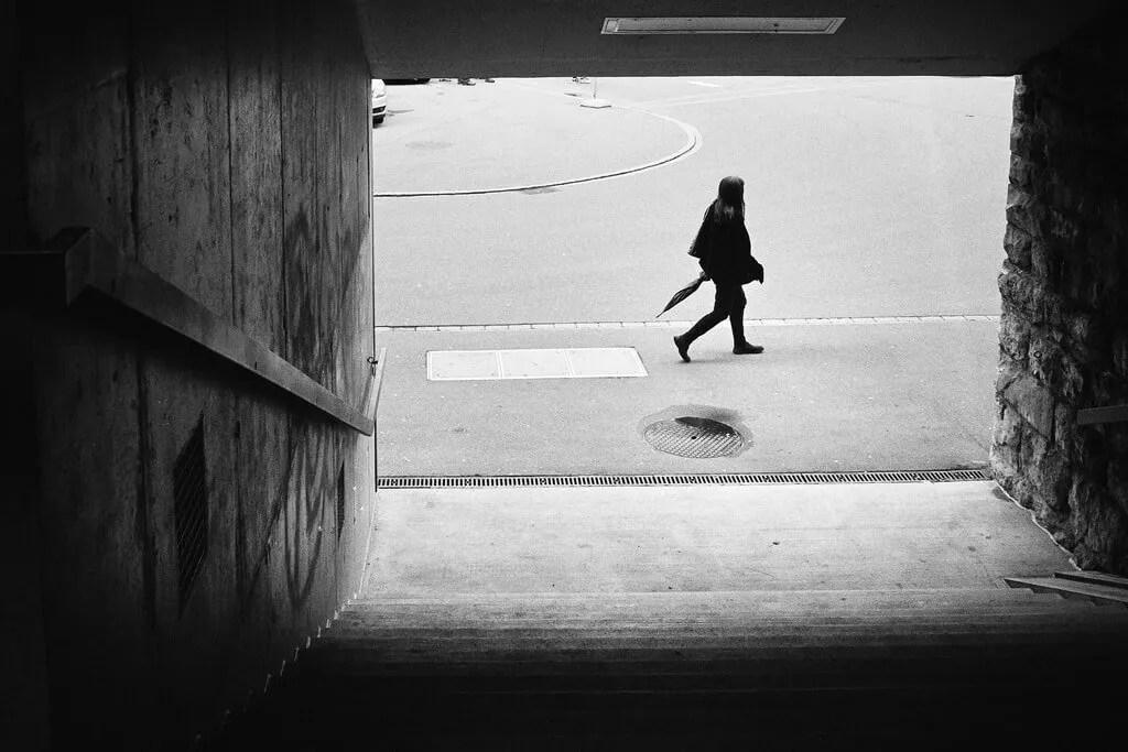 Camminare nella consapevolezza di essere spiati