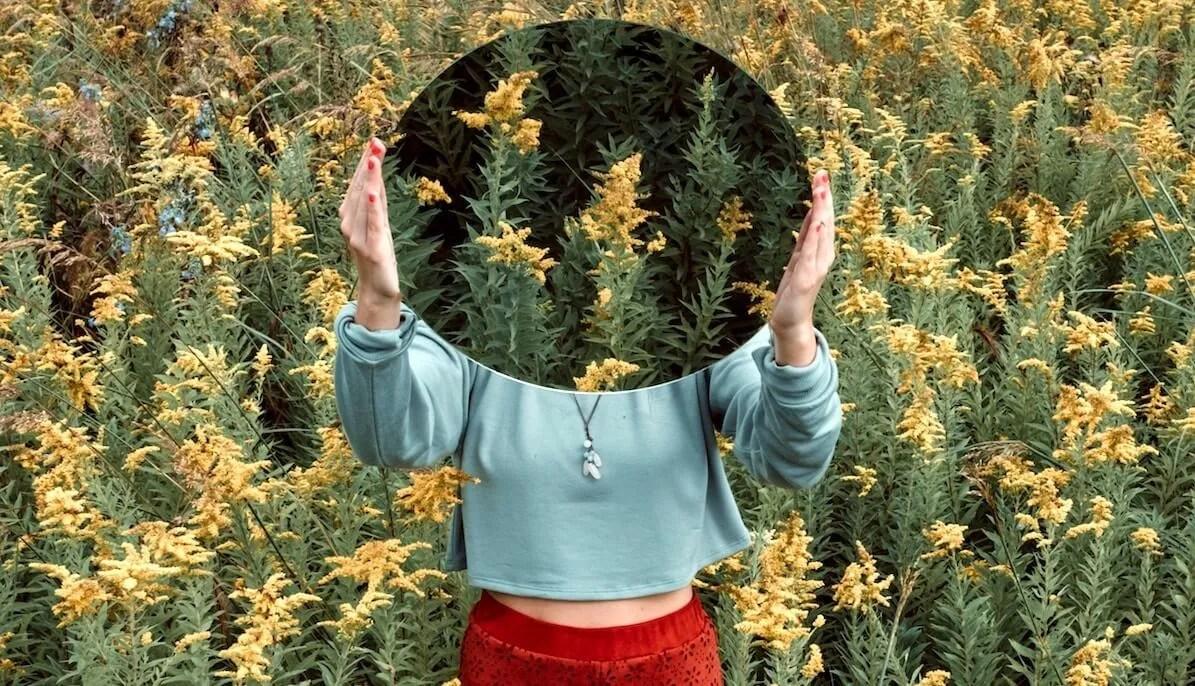 Come meditare sul 'non sé' senza essere esperti di meditazione