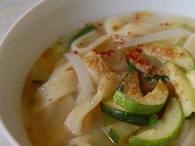 Dalk Kalguksu (Chicken Noodle Soup) [Versatile Chicken - Korean Way Series]